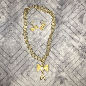 Jewelry - ➰Cute bow necklace➰